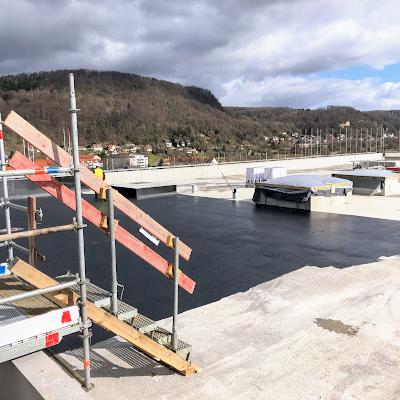 Start der Dachdeckerarbeiten