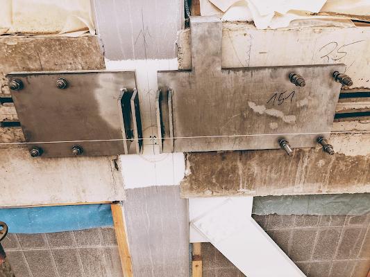 Ankerplatten einer Glasfassade