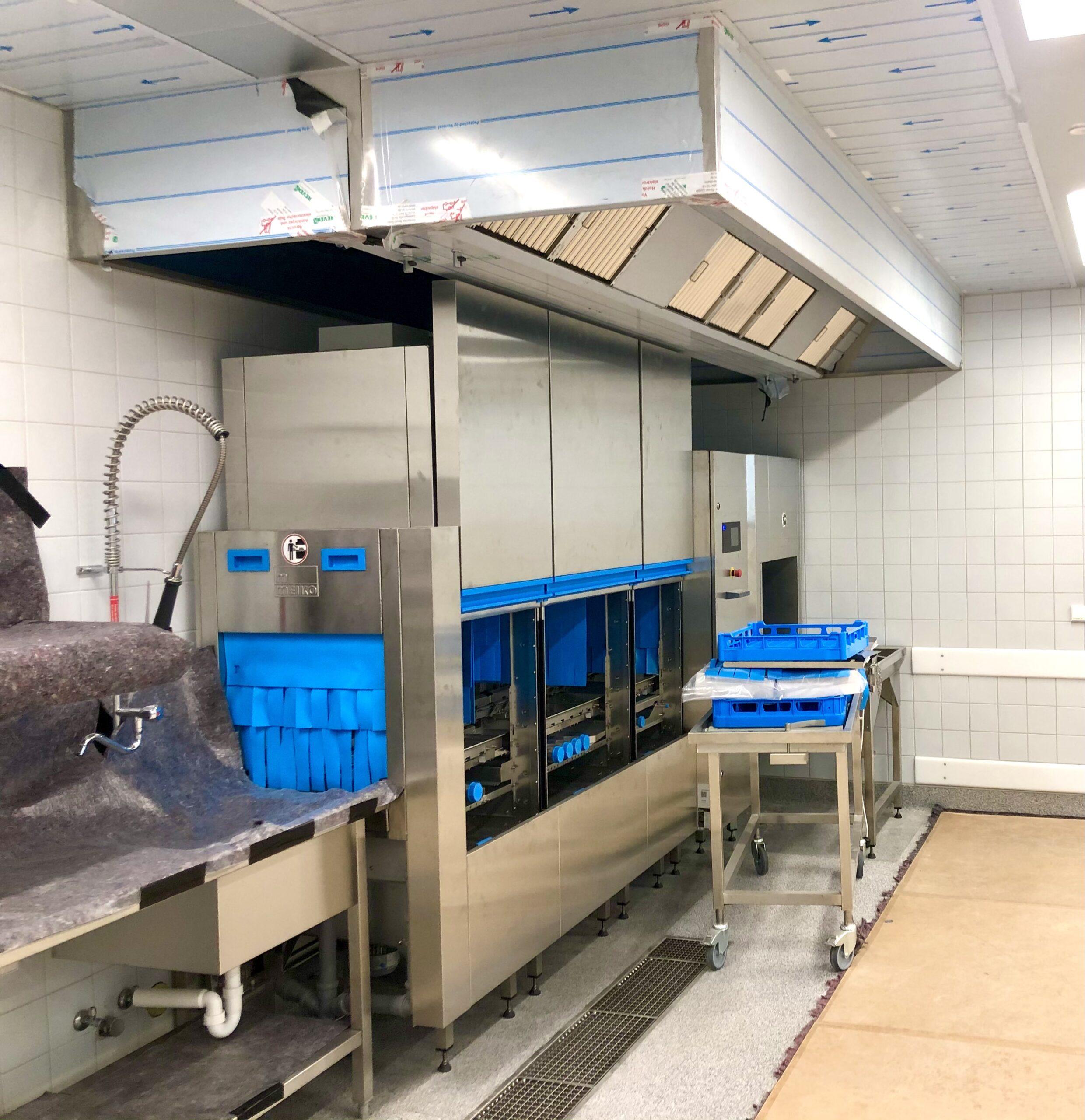 Spülmaschine in der Großküche